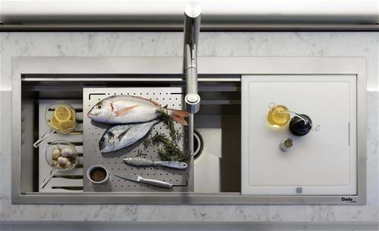 Dada Kitchen Accessories: sink with three supporting surfaces